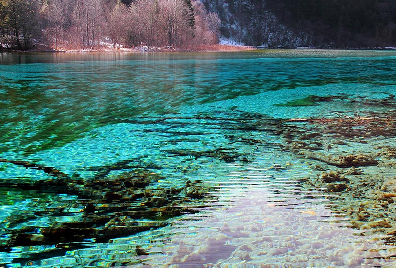 Five-color Lake in Jiuzhaigou
