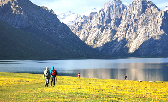 8 Days Nianbaoyuze Trekking and Langmusi Ruoergai Huahu Jiuzhaigou Tour  from Chengdu