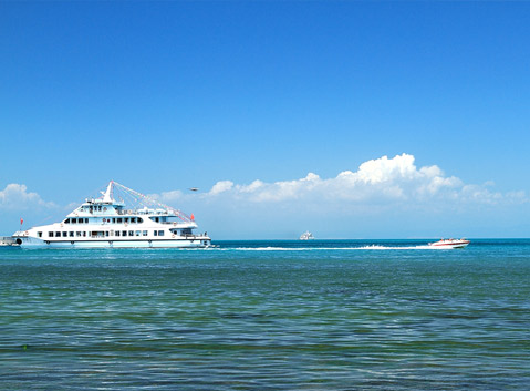 The Yacht on the Qinghai Lake