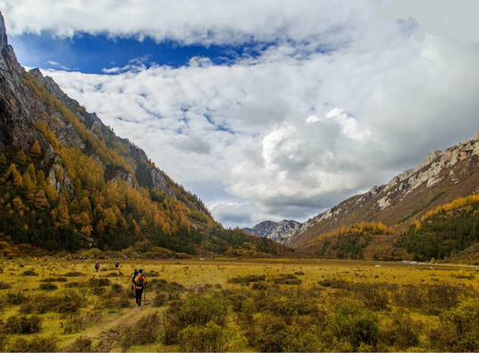 Trekking from Awengou Valley