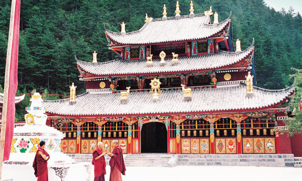 There are over 60 Benbo monasteries in the Aba Tibetan and Qiang Autonomous Prefecture.
